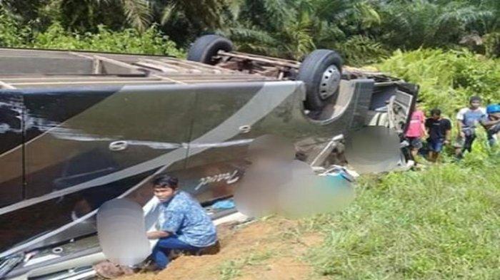 BREAKING NEWS - Bus dari Pontianak Terbalik di Lamandau, 3 Tewas dan Sejumlah Penumpang Terjebak