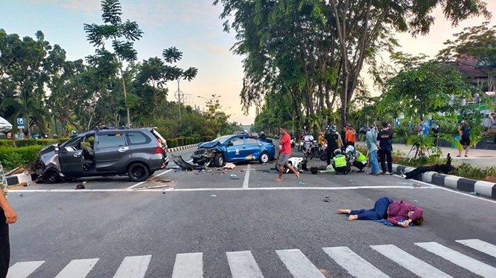 Kecelakaan maut terjadi di Jalan A Yani, Kota Pontianak, Kalimantan Barat (Kalbar), tepatnya di Bundaran Untan Pontianak, Selasa 15 Juni 2021 pagi sekitar pukul 06.00 WIB.