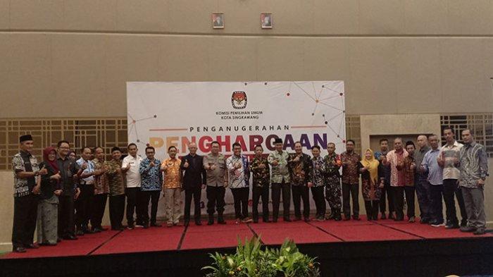Pemilu 2019 Sukses, KPU Singkawang Beri Penghargaan Sejumlah Pihak