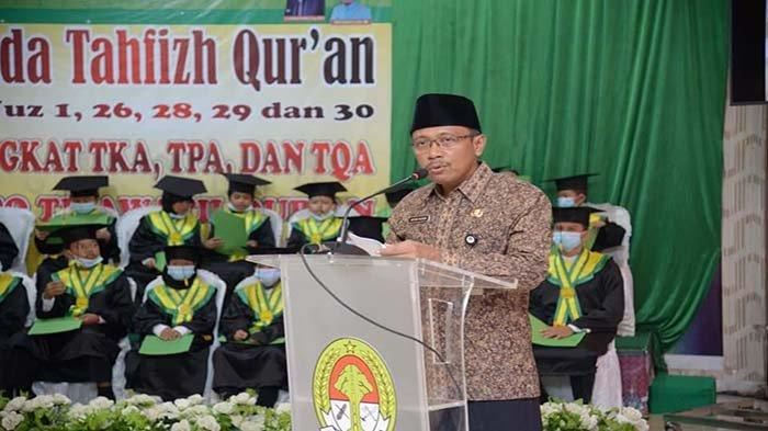 Wakili Kehadiran Bupati, Kabag Kesra Setda Ketapang Hadiri Wisuda Tahfiz Quran Tahun 2021