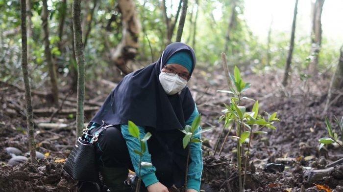 Jasa Raharja Kalbar Dukung Penanaman 1.800 Mangrove di Cinta Mangrove Park Mempawah - kepala-unit-keuangan-akuntansi-dan-pkbl-silvia-desri.jpg