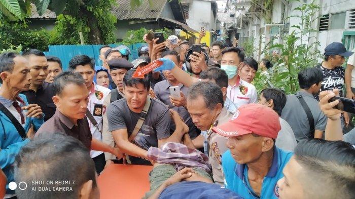 Seorang Pria Kesetrum di Pasar Sambas, Begini Kesaksian Warga di Sekitar Lokasi Kejadian