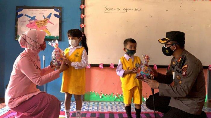 Peduli Tumbuh Kembang Anak, Kapolres Ketapang Kunjungi Posyandu dan TK Kemala Bhayangkari