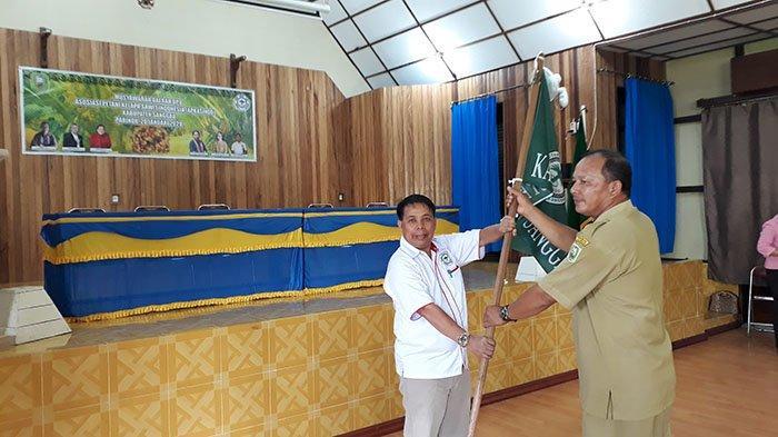ketua-apkasindo-kabupaten-sanggau-usman-sv.jpg