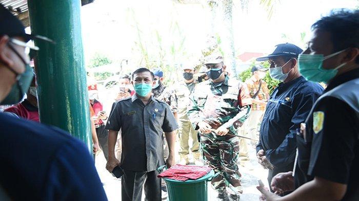 Ketua DPRD Sambas Ikut Pantau Posko Covid Desa di Tebas