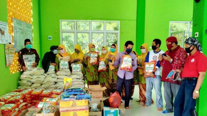 PD Muhammadiyah Sanggau Salurkan 1 Ton Beras Kepada Masyarakat Terdampak Covid-19