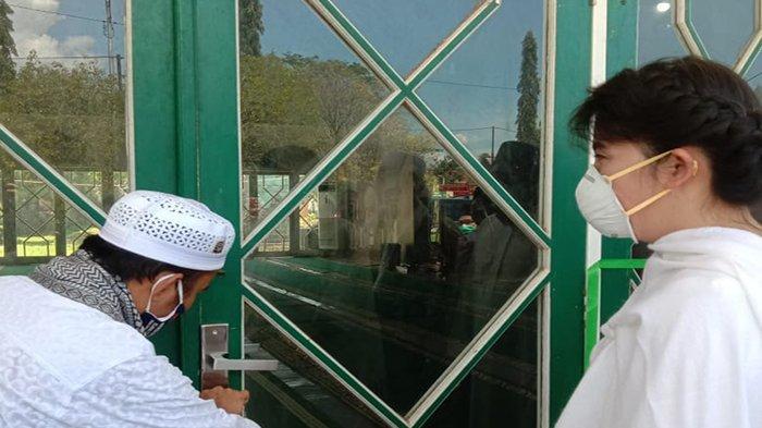 Wali Kota Singkawang Antar Jemaah Masjid Agung ke Tempat Ibadah Sementara, Muslimin Beri Dukungan
