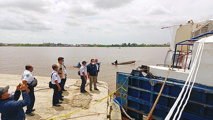 Pantau Lokasi Kecelakaan KMP Bili, Direktur Teknik dan Fasilitas ASDP Enggan Beri Keterangan Pers