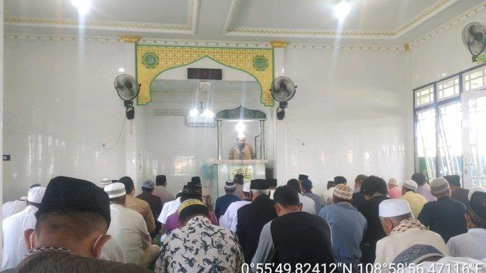 Menjadi Khatib  Sholat Jumat di Masjid Al-Khairat, Ini Pesan Yang Disampaikan Bripka Heri Apriadi