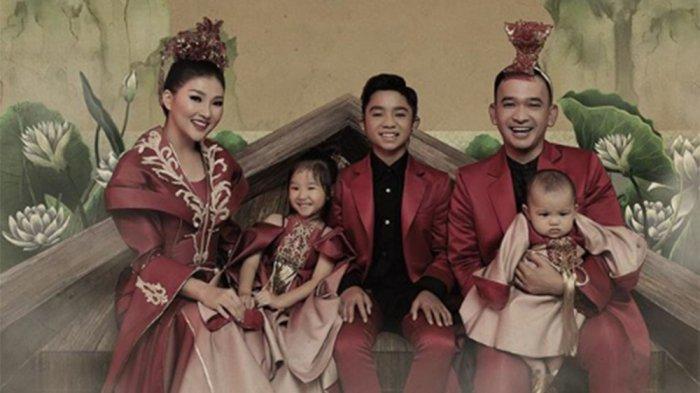 KISAH Betrand Peto Rayakan Imlek Pertama Bersama Ruben Onsu dan Sarwendah, Nama China hingga Angpao