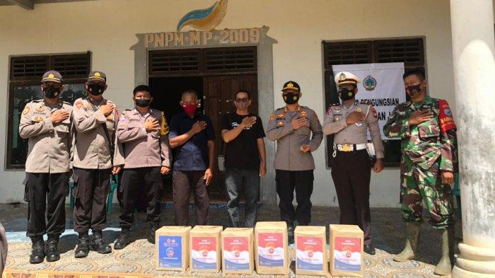 Polres Kayong Utara Peduli, Salurkan Bantuan Sembako kepada Korban Banjir dan Longsor