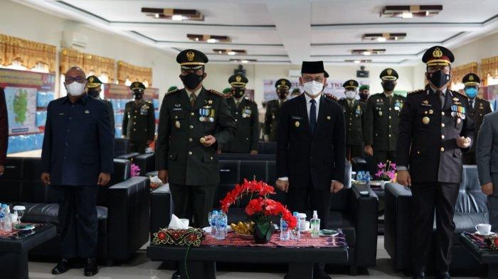 Kapolres Singkawang Ikuti Upacara Peringatan HUT TNI ke-76 Secara Virtual
