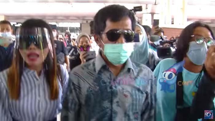 KOMEDIAN Kiwil Ngamuk di Bandara, Reaksi Eva Bellisima Istri Ketiganya Jadi Perhatian