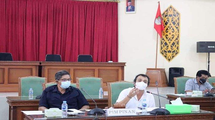Komisi B DPRD Kabupaten Landak Dengan Tim Eksekutif Bahas 2 Raperda Inisiatif Eksekutif