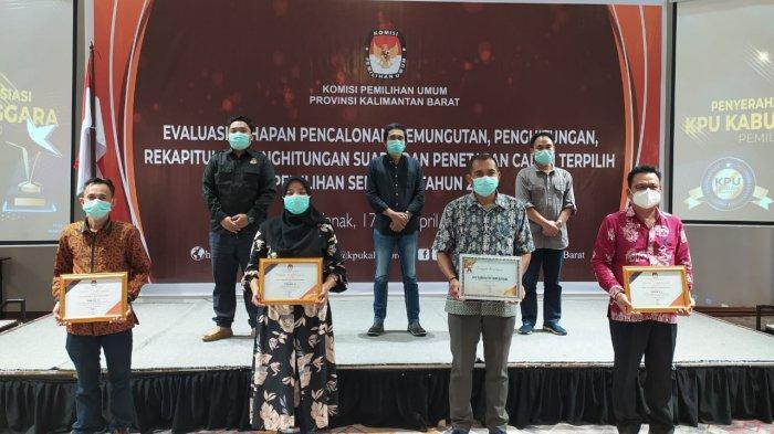 KPU Kabupaten Bengkayang Terima Tiga Penghargaan