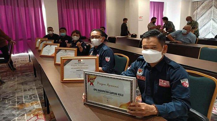 Pasca Pilkada 2020 KPU Kapuas Hulu Raih 5 Penghargaan