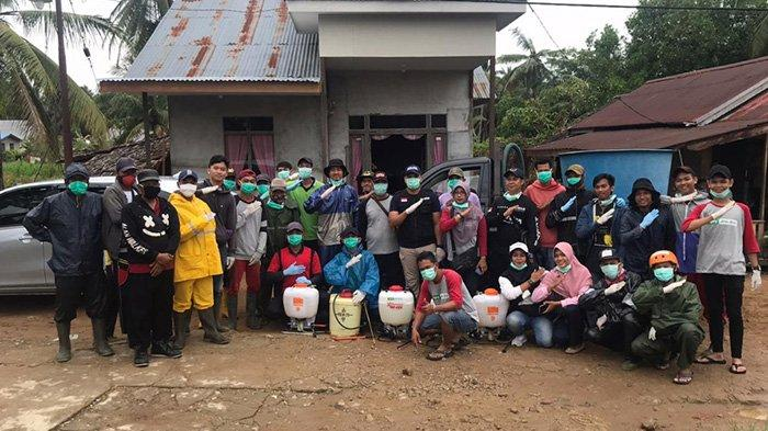 Lawan Corona, Komunitas PAS Belidak dan Sayang Kubu Raya Lakukan Penyemprotan Disinfektan