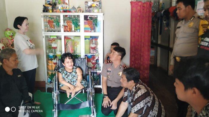 Komunitas Bersama Kita Melawar Salurkan Lagi Bantuan Kursi Roda di Kabupaten Mempawah