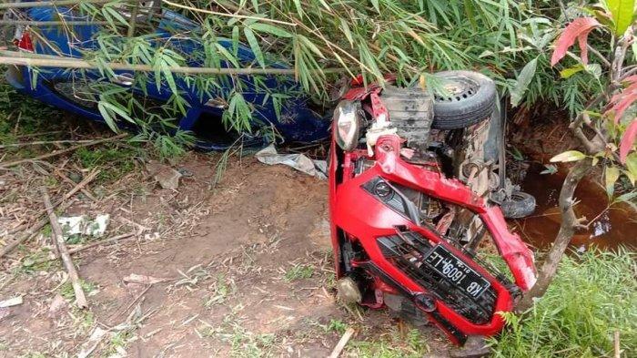 Dua Mobil di Sandai Ketapang Masuk Jurang Usai Alami Kecelakaan, Begini Kondisi Para Penumpang