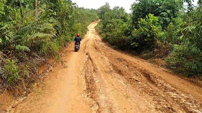 Pembangunan Infrastruktur Jalan Desa Semabi Jadi Prioritas Pemkab Sekadau