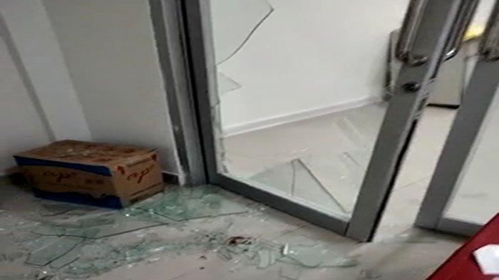 BREAKING NEWS - Pasien Covid-19 di Sintang Meninggal Usai Tendang Pintu Kaca Saat Berupaya Kabur