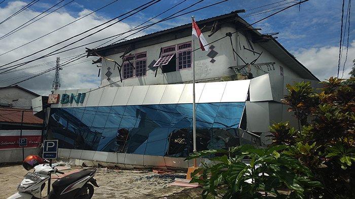 Teras Bangunan Bni Roboh Bni Pastikan Tak Ada Korban Jiwa Halaman All Tribun Pontianak