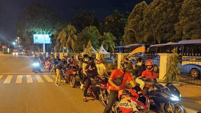 Sejumlah anggota komunitas Honda CBR Independent dalam agenda night ride di Kopdar HCI dan Astra Motor Kalbar beberapa waktu lalu