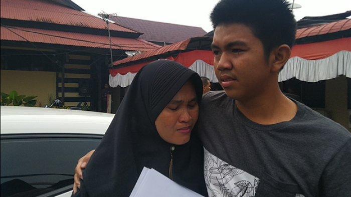 Polresta Pontianak Ungkap Kasus Curat, Ibu Ini Menangis Haru Lihat Barang Miliknya Kembali