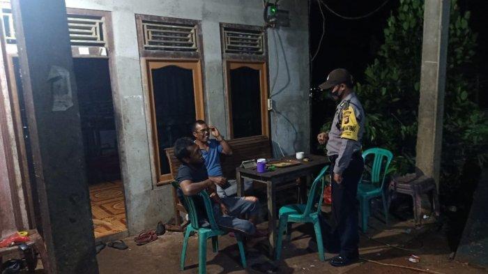 Bhabinkamtibmas Polsek Toba Berikan Imbauan dan Disiplin Terapkan Protokol Kesehatan Pada Warga