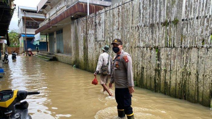 Monitoring Perkembangan Banjir di Kecamatan Tanah Pinoh, Kapolsek Kota Baru Imbau Warga Waspada
