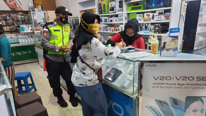 Cipta Kamtibmas Yang Kondusif, Personel Polsek Putussibau Selatan Laksanakan Patroli Dialogis