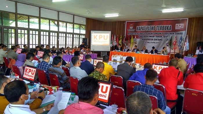 KPU Sintang Target Selesaikan Rekapitulasi Suara Tiga Kecamatan dalam Satu Hari