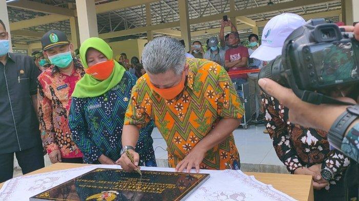 Bupati Kubu Raya Resmikan Pasar Rakyat Menanjak Desa Sungai Raya