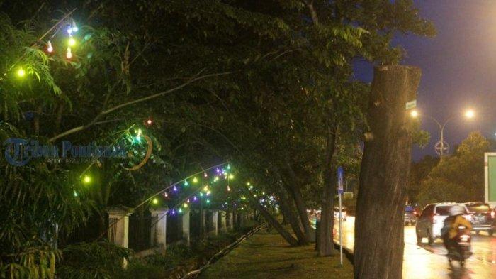 Lampu Hias Semarakkan Jalanan di Kota Pontianak - lampu-hias_20180612_201310.jpg