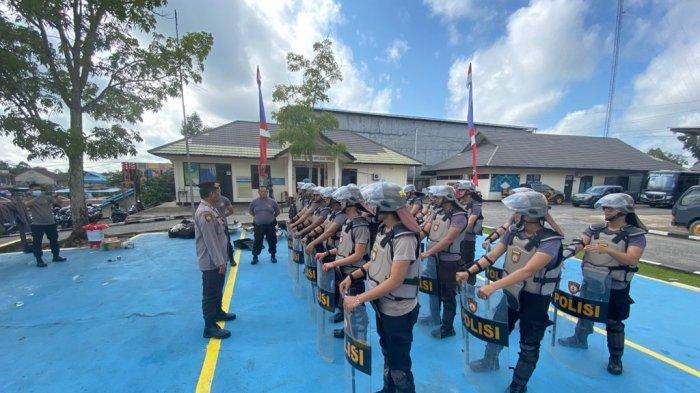 Personel Sat Samapta Polres Sekadau menggelar latihan pengendalian massa (dalmas) untuk mengantisipasi gangguan keamanan, Jumat 10 September 2021.