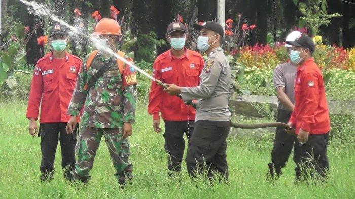 Personel Polres Melawi Gelar Latihan Penangulangan Karhutla di Kecamatan Belimbing