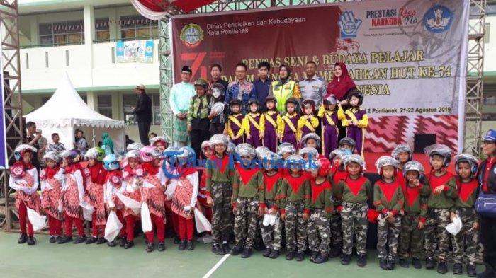 FOTO: Launching Helm Children di HUT Lantas dan Lomba Pentas Seni Budaya Kota Pontianak - launching-helm-children-dalam-rangkaian-hut-lantas-2.jpg