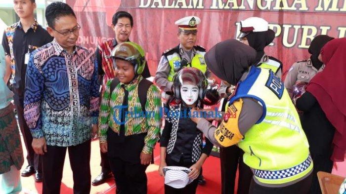 FOTO: Launching Helm Children di HUT Lantas dan Lomba Pentas Seni Budaya Kota Pontianak - launching-helm-children-dalam-rangkaian-hut-lantas-4.jpg