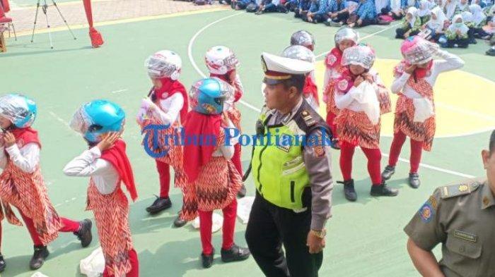 FOTO: Launching Helm Children di HUT Lantas dan Lomba Pentas Seni Budaya Kota Pontianak - launching-helm-children-dalam-rangkaian-hut-lantas-6.jpg