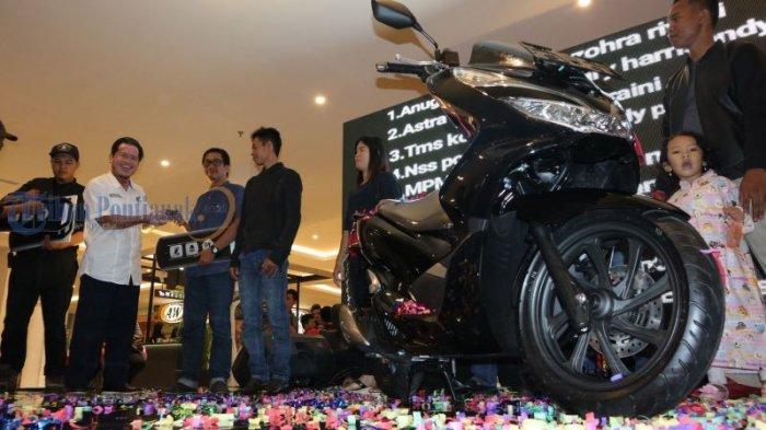 Launching All New Honda PCX Produksi Indonesia, di Transmart Kubu Raya, Ini Foto-fotonya! - launching_20180310_231438.jpg