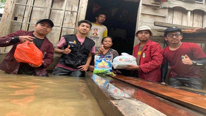 LAZISMU Sambas Salurkan Bantuan di Banjir Sepantai