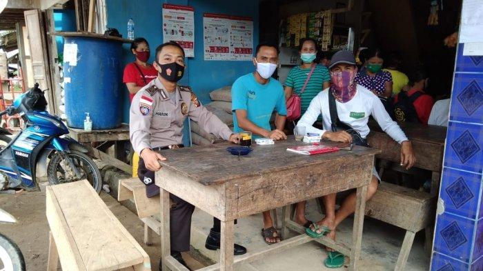 Sambangi Warga Desa Binaan, Ini Imbauan Yang Disampaikan Bhabinkamtibmas Polsek Ledo