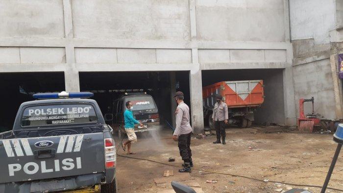 Polsek Ledo Kawal Penyemprotan Disinfektan di Pemukiman Warga