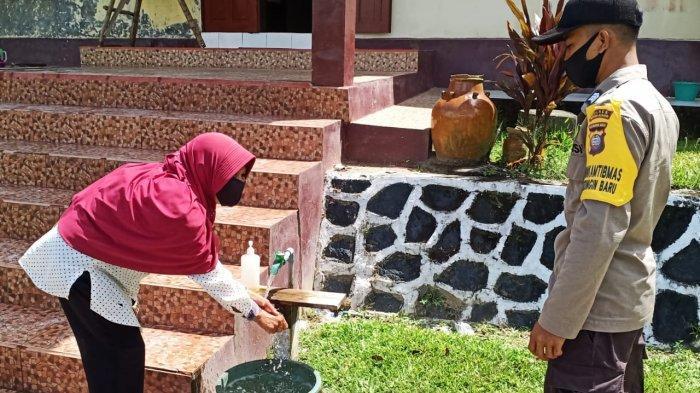 Personel dan Warga Wajib Cuci Tangan Sebelum Masuk Mako Polsek Monterado