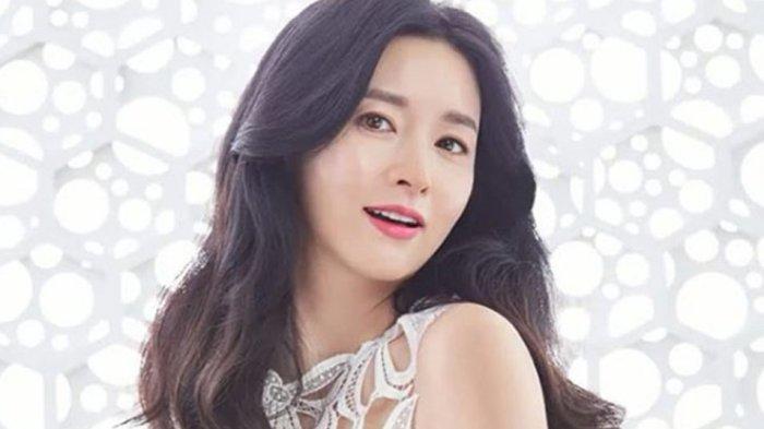 lee-young-ae-pemeran-utama-bring-me-home-puncaki-daftar-bintang-film-korea-terpopuler-bulan-ini.jpg