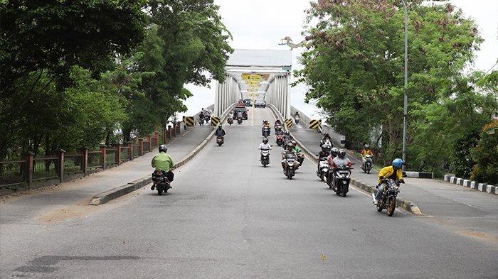 FOTO : Suasana Arus Lalu Lintas di Kawasan Jembatan Kapuas 1 Pontianak - lengang-1.jpg