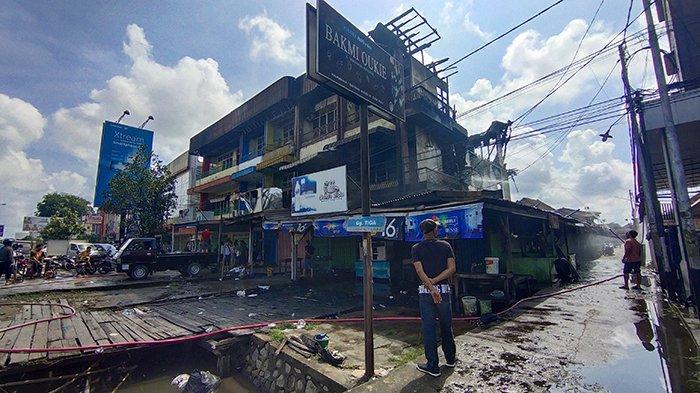 Kondisi Wanita yang Lompat dari Lantai 3 - Kronologi Kebakaran 5 Ruko di Jalan Tanjungpura Pontianak