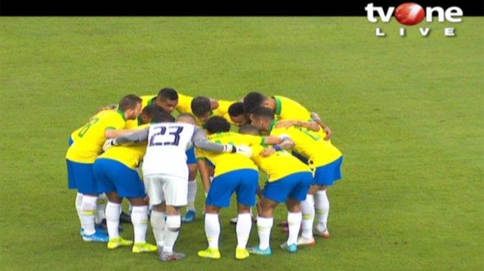 Para Pemain Brazil Sebelum Memulai Prttandingan Bebrapa Waktu Lalu.