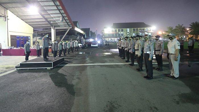 Malam Pergantian Tahun, Kapolda Kalbar Pimpin Upacara Kenaikan Pangkat 1.476 Personel Polri.