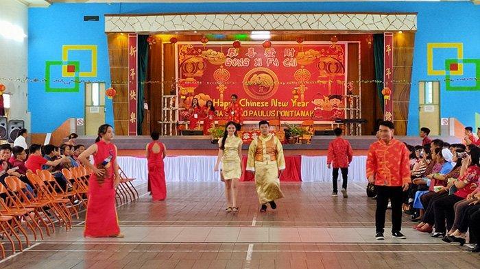Momen Seru Perayaan Imlek Bersama yang Digelar SMA Santo Paulus Pontianak - lomba-busana-adat-tradisi-tionghoa-imlek-sma-santo-paulus-pontianak.jpg